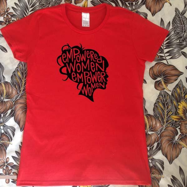 T-shirt Mulheres com Poderes Vermelha